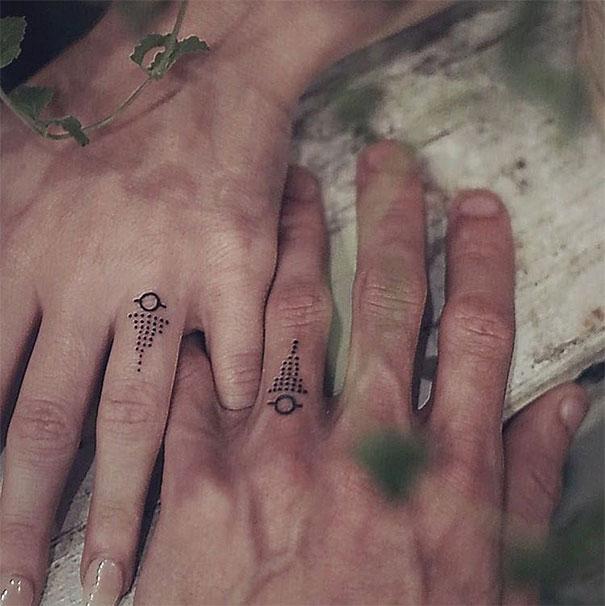 Odvážne páry sa rozhodli svadobné prstene vymeniť za spoločné tetovania