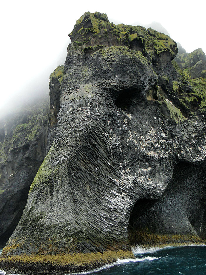 stunning-elephant-rock-formation-cliff-heimaey-iceland-3
