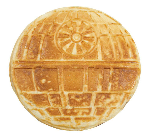 geek-fan-kitchen-breakfast-star-wars-death-star-waffle-iron-1