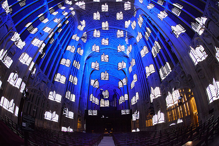 kings-college-chapel-immersive-projection-dear-world-yours-cambridge-miguel-chevalier-10