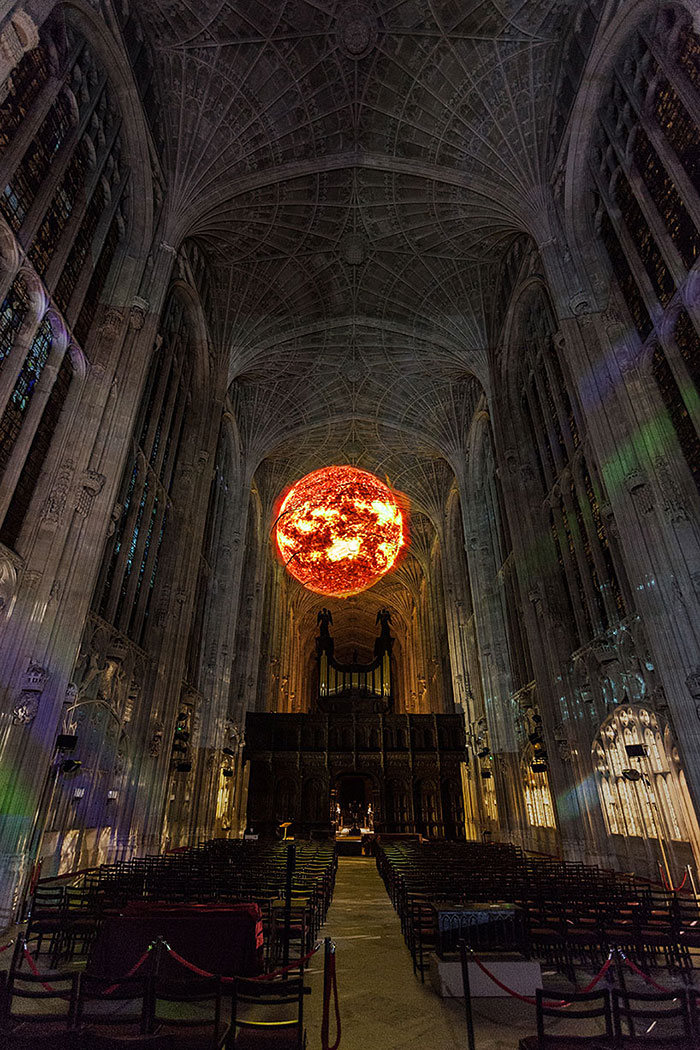 kings-college-chapel-immersive-projection-dear-world-yours-cambridge-miguel-chevalier-7