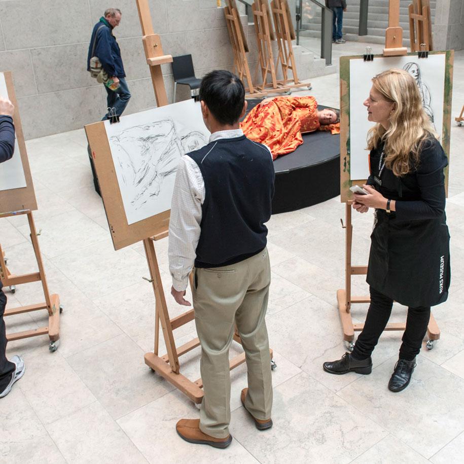 museum-visitor-drawing-sketching-startdrawing-rijksmuseum-amsterdam-5