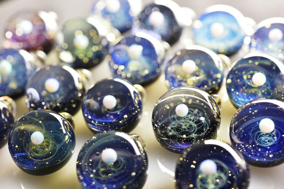 planets-galaxy-glass-pendants-space-glass-satoshi-tomizu-1