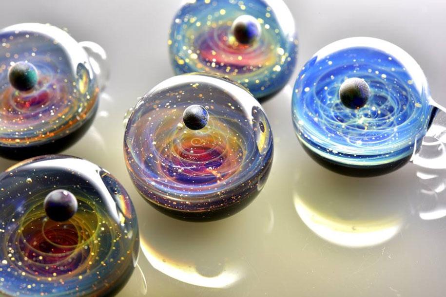 planets-galaxy-glass-pendants-space-glass-satoshi-tomizu-2