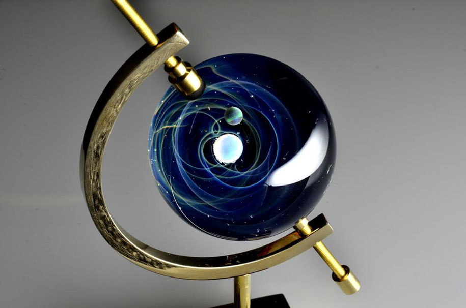 planets-galaxy-glass-pendants-space-glass-satoshi-tomizu-3