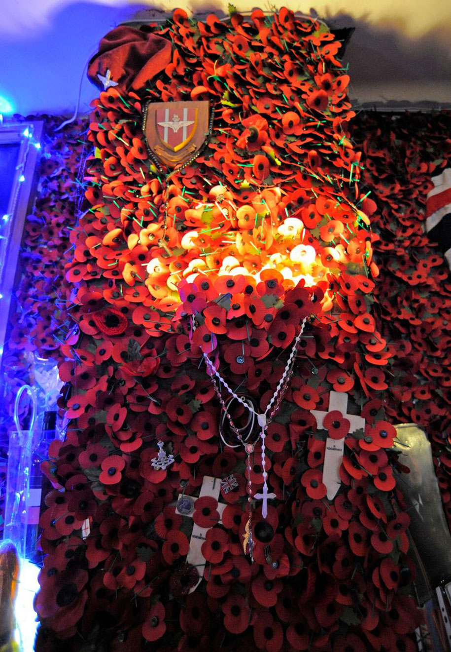 woman spent a year decorating her pub with 70 000 poppies to