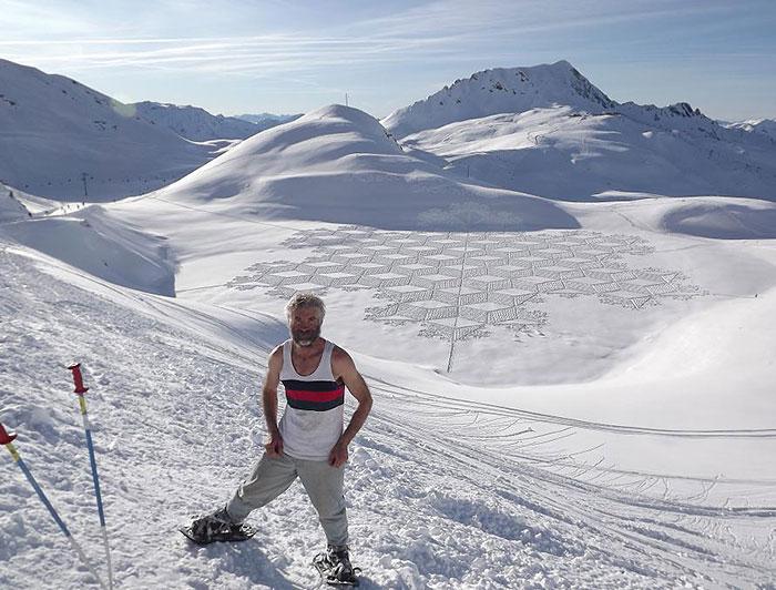 walking-snowshoes-snow-dragon-simon-beck-siberia-11