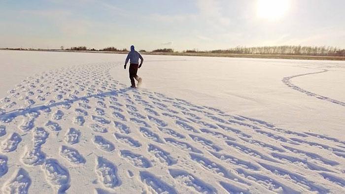 walking-snowshoes-snow-dragon-simon-beck-siberia-17