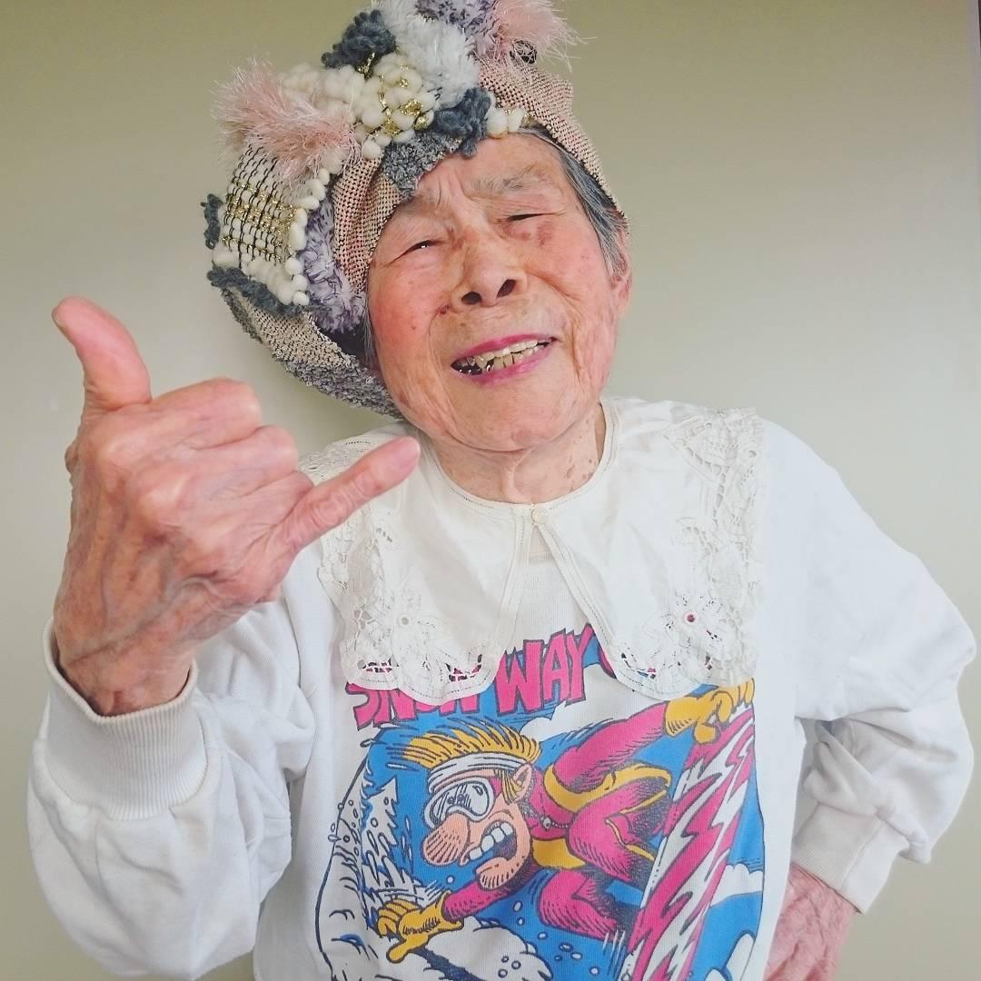 Старушка на внучка 8 фотография