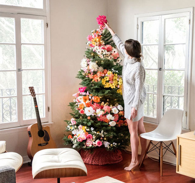 People Use Flowers To Decorate Their Christmas Trees And