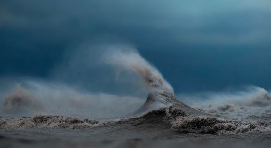 large-scary-waves-ocean-lake-erie-dave-sandford-1