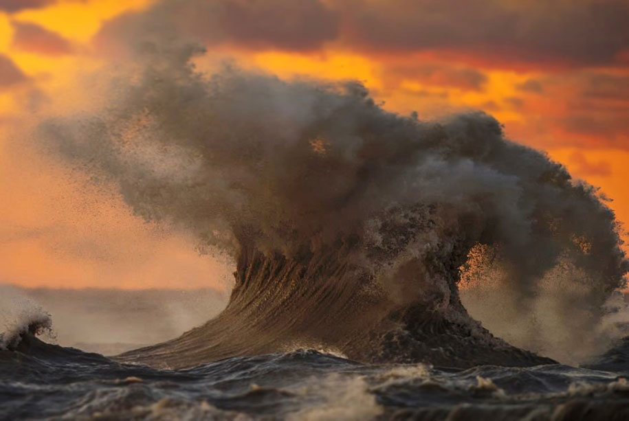 large-scary-waves-ocean-lake-erie-dave-sandford-2