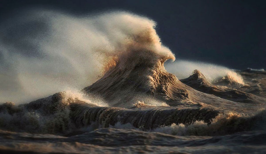 large-scary-waves-ocean-lake-erie-dave-sandford-4