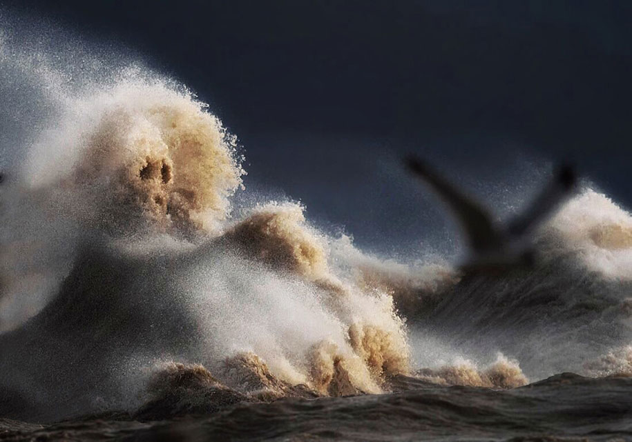 large-scary-waves-ocean-lake-erie-dave-sandford-6