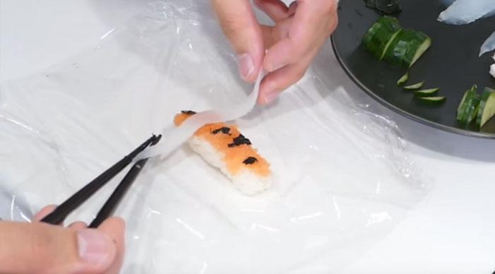 real-life-swimming-koi-sushi-tutorial-junskitchen-2