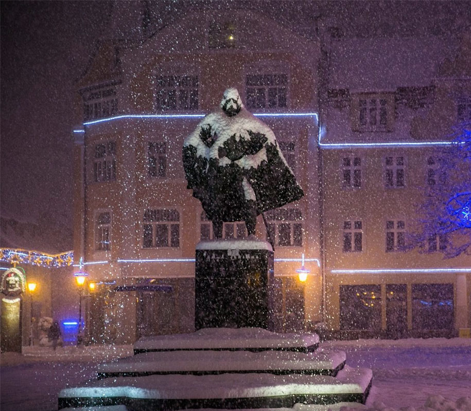 darth-vader-statue-jakub-weiher-wejherowo-poland-1