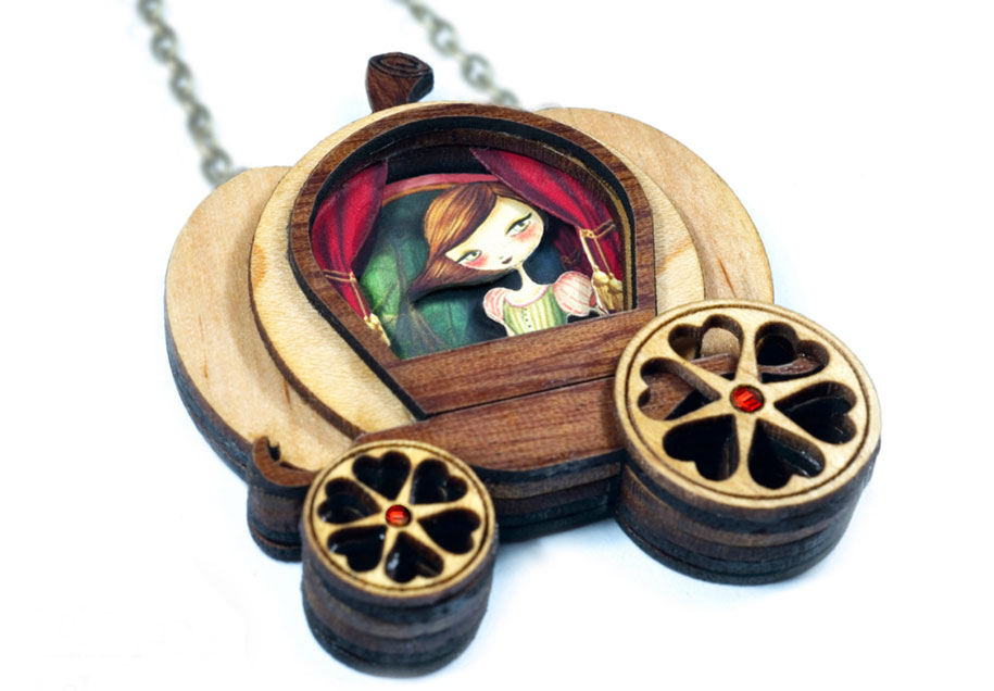 fairytale-necklaces-scenes-inside-laliblue-gemma-arnal-jerico-3