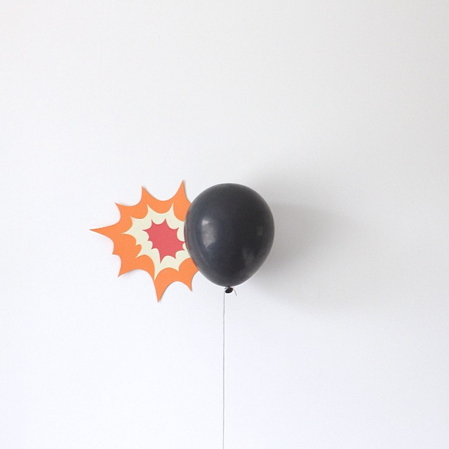 Artist uses balloons to make daily minimalist scenes for Art minimal facebook
