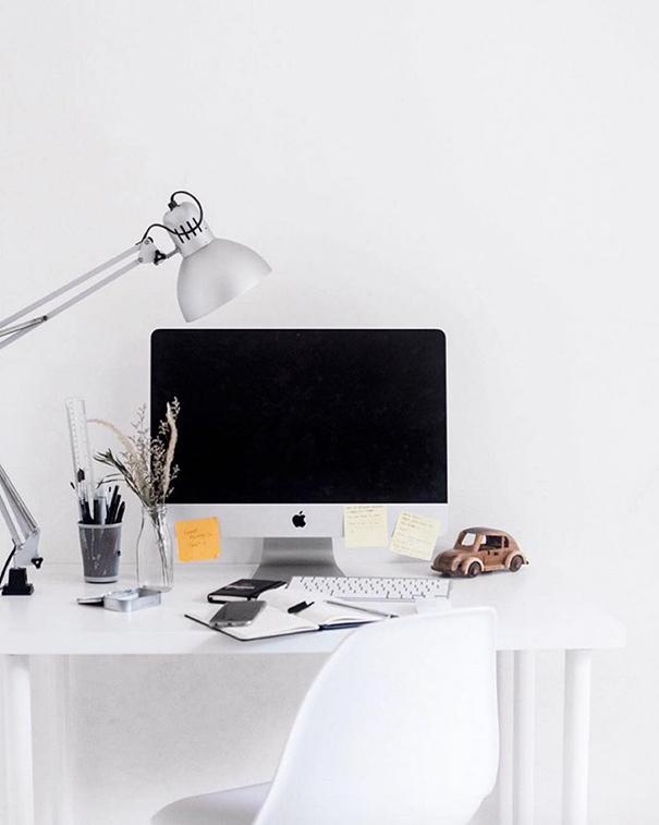 minimalist-desk-workplace-minimal-setups-1