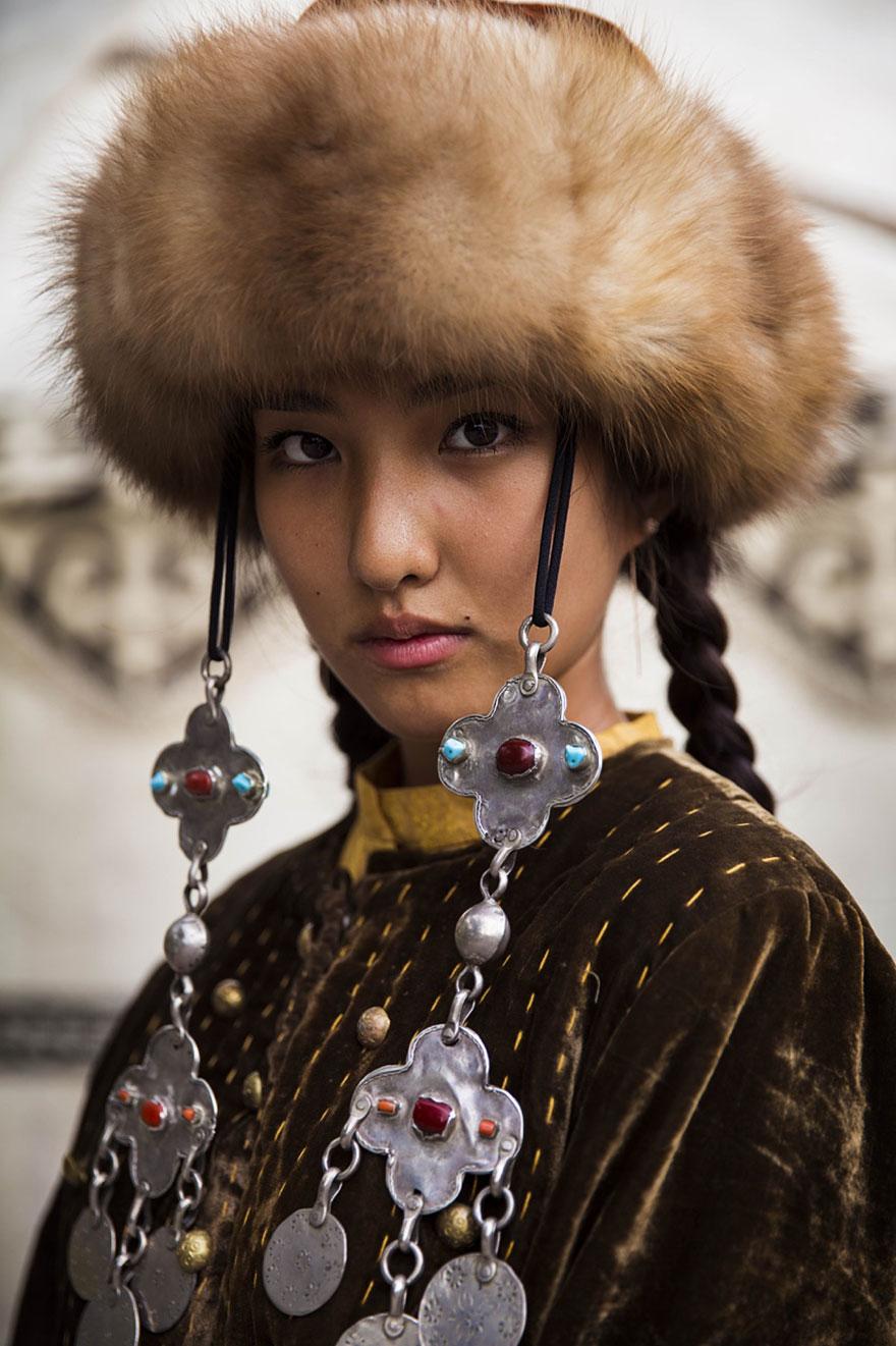 women-photos-world-atlas-beauty-mihaela-noroc-6