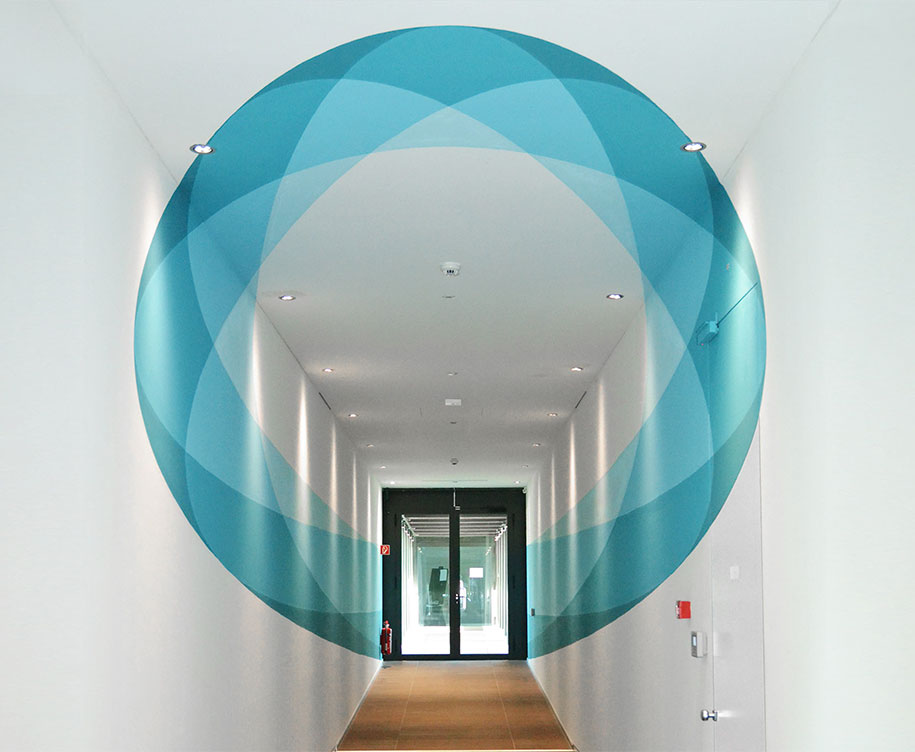 Shape Shifting 3d Mural Changes As You Walk Through It