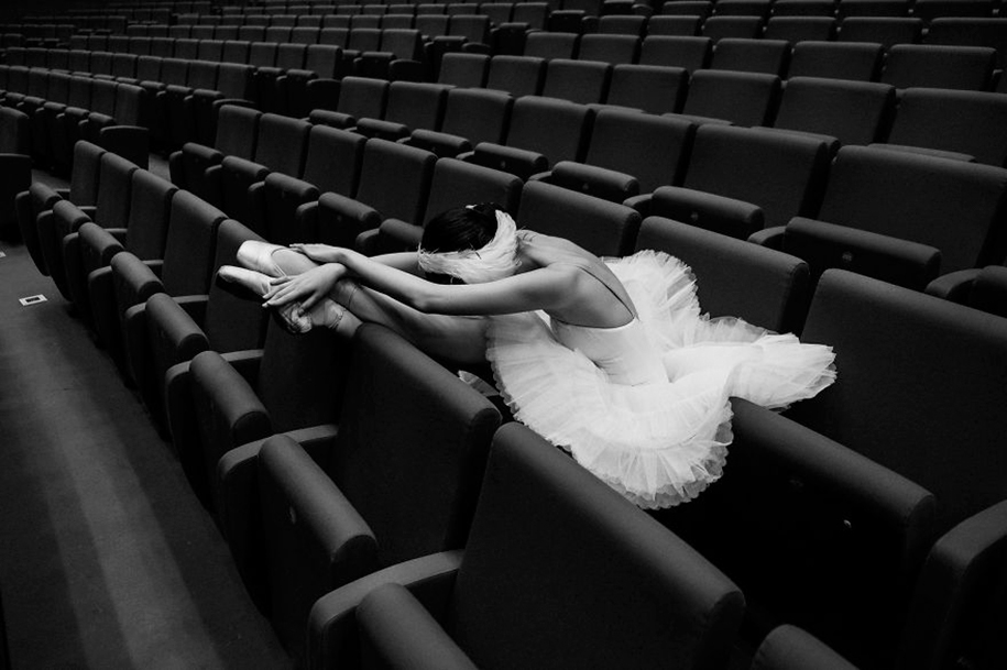 behind-stage-russian-ballet-dancers-photographer-darian-volkova-10