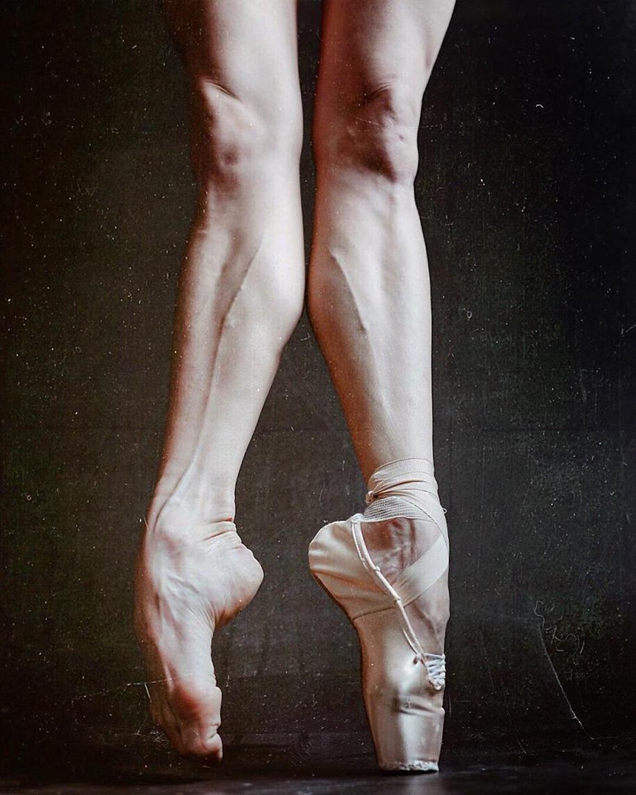 behind-stage-russian-ballet-dancers-photographer-darian-volkova-14
