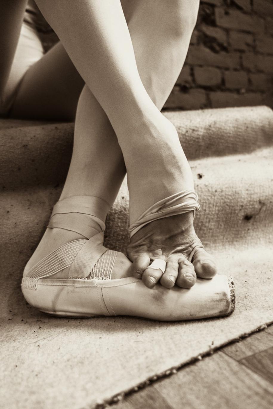 behind-stage-russian-ballet-dancers-photographer-darian-volkova-15