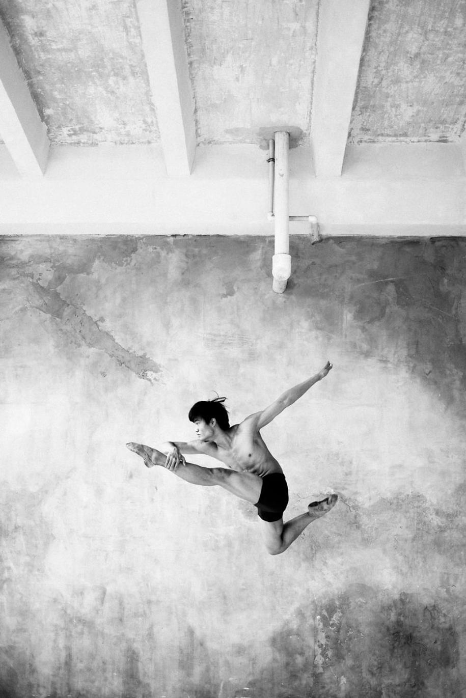 behind-stage-russian-ballet-dancers-photographer-darian-volkova-2