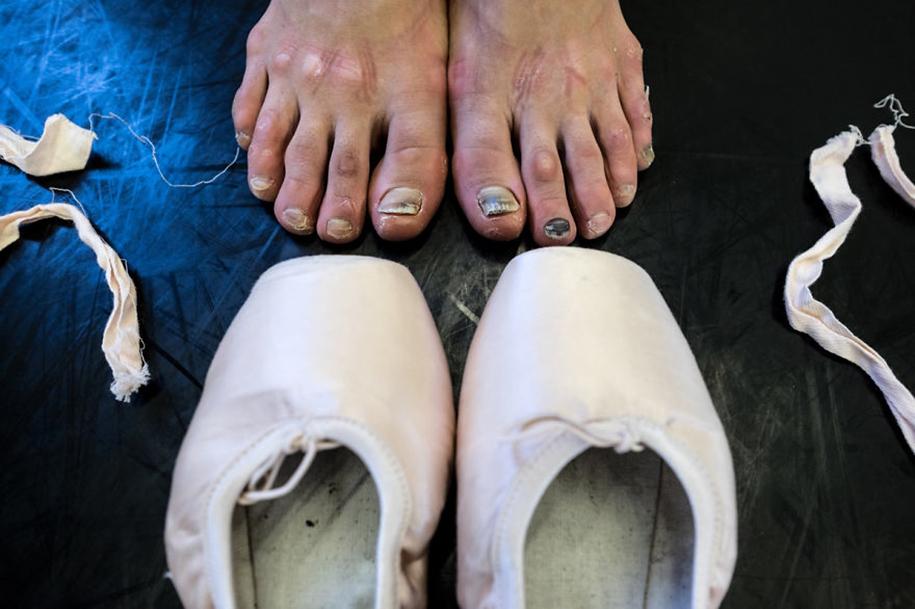 behind-stage-russian-ballet-dancers-photographer-darian-volkova-7