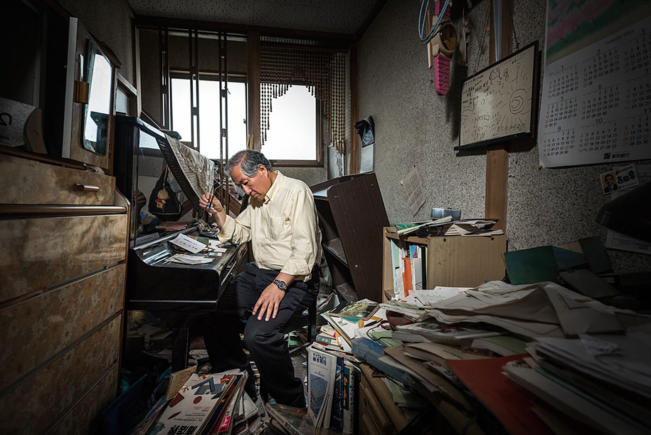 fukushima-after-nuclear-disaster-contamination-zone-ghost-town-carlos-ayest-10