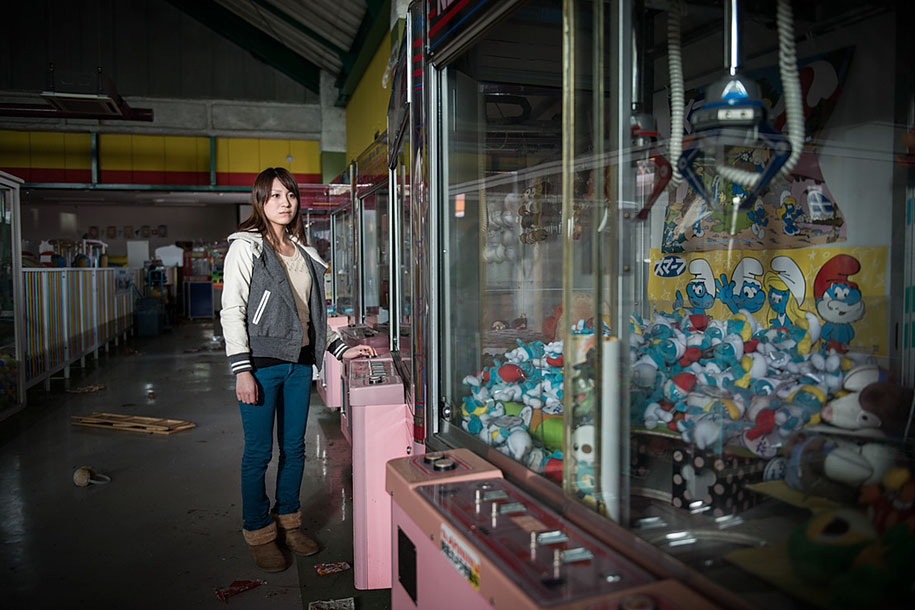 fukushima-after-nuclear-disaster-contamination-zone-ghost-town-carlos-ayest-16