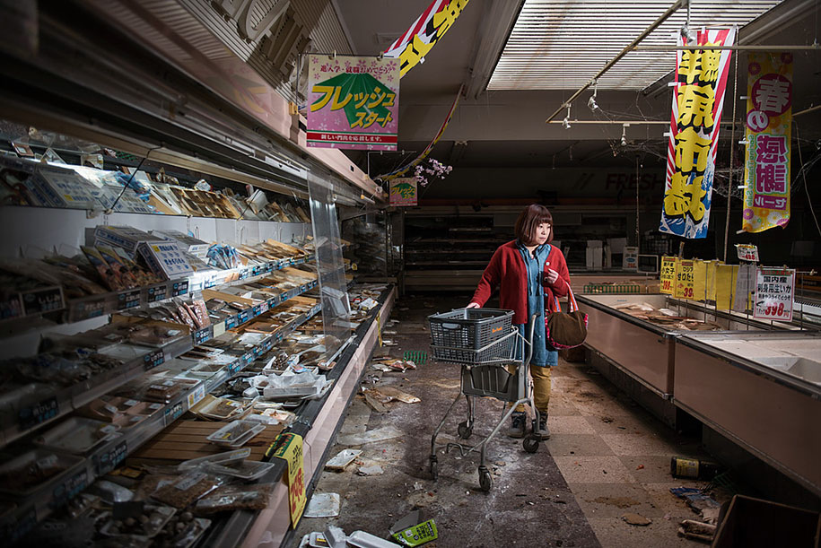 fukushima-after-nuclear-disaster-contamination-zone-ghost-town-carlos-ayest-7