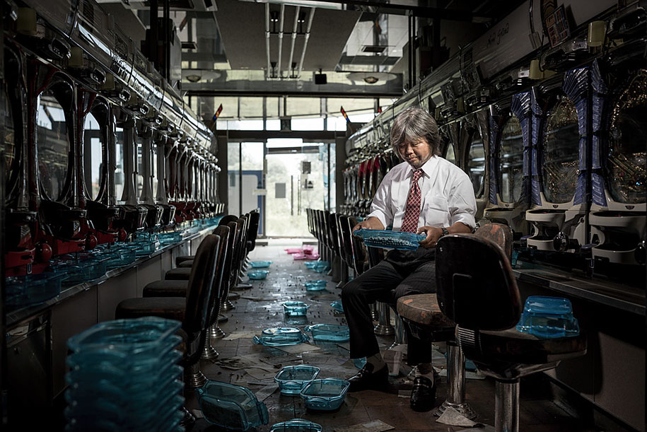 fukushima-after-nuclear-disaster-contamination-zone-ghost-town-carlos-ayest-8