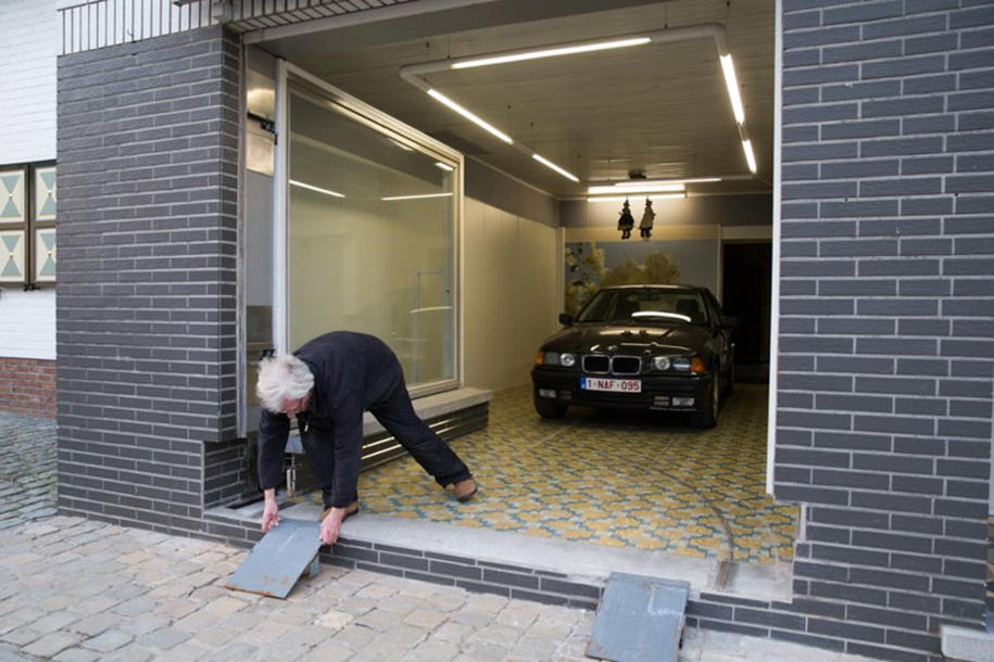 guy-outsmarts-city-counsel-garage-eric-vekeman-3