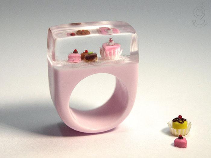 miniature-worlds-inside-jewelry-isabell-kiefhaber-germany-15