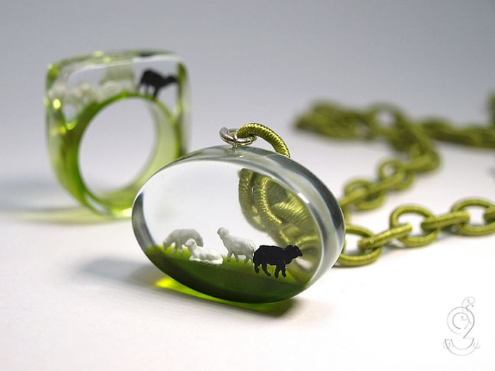 miniature-worlds-inside-jewelry-isabell-kiefhaber-germany-4