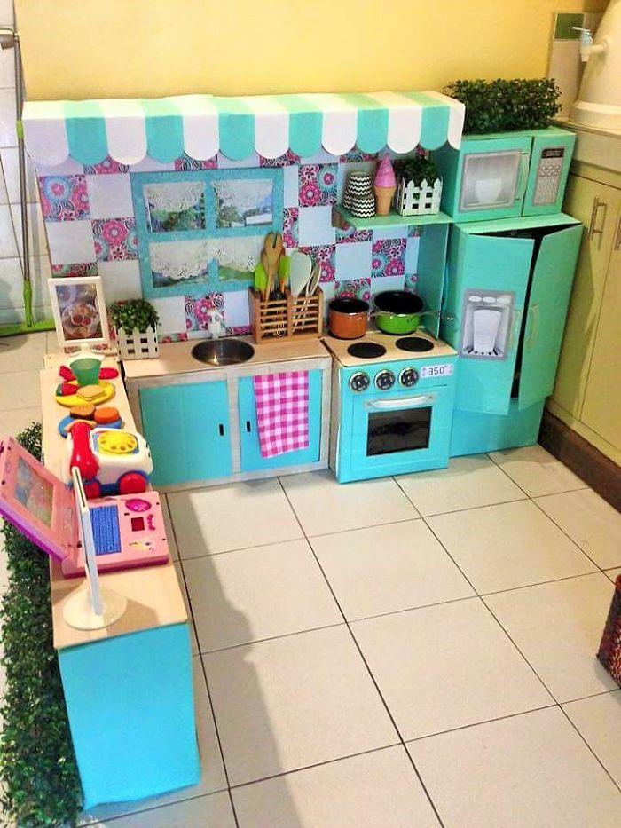 mom-makes-mini-diy-cardboard-kitchen-for-toddler5