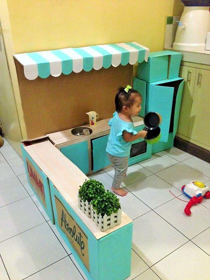 mom-makes-mini-diy-cardboard-kitchen-for-toddler6