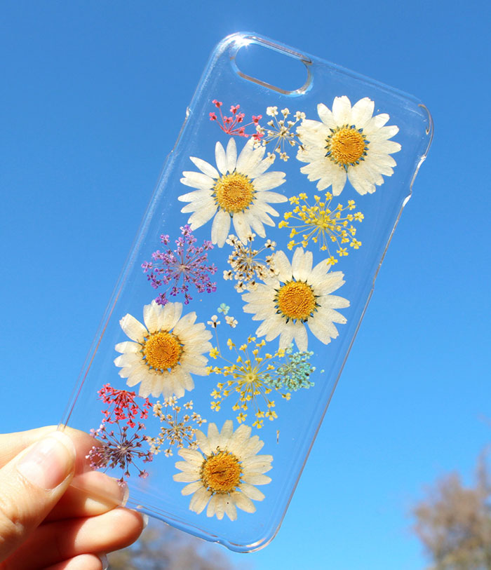 outlet store 265cb 657c4 14 Real Flower Phone Cases To Welcome Spring | DeMilked
