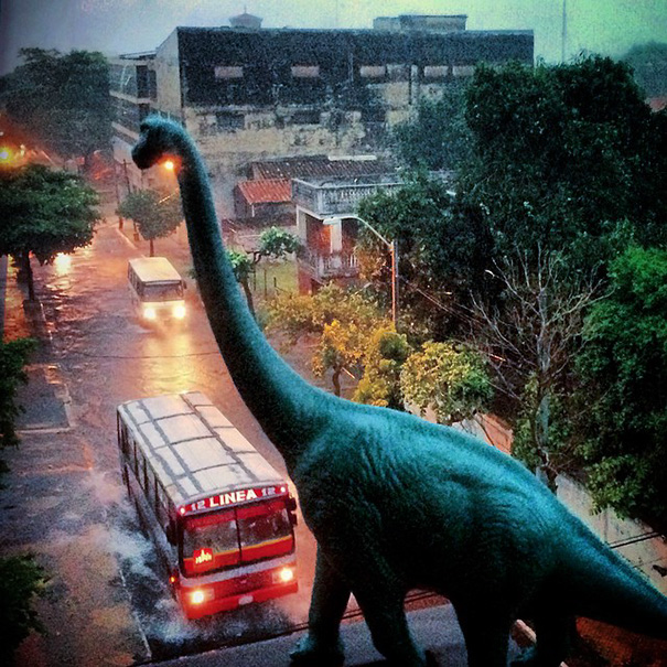 travel-photography-optical-illusions-dinosaur-toys-dinodinaseries-jorge-saenz-18