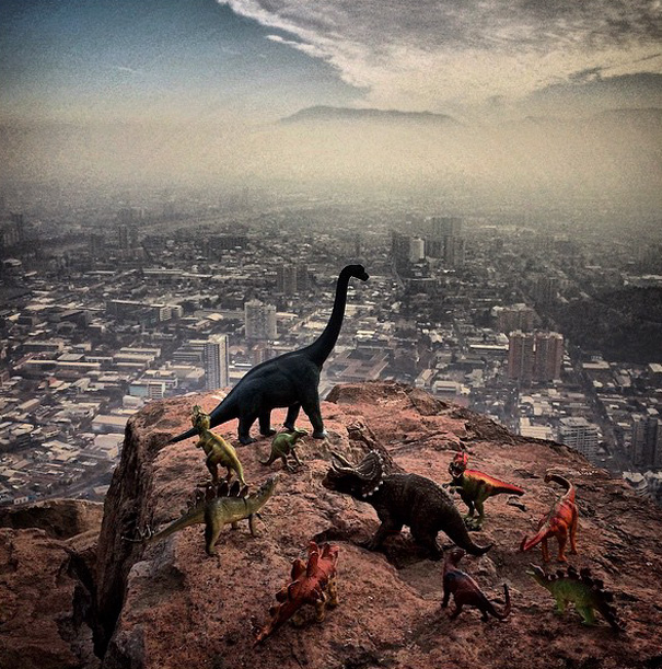 travel-photography-optical-illusions-dinosaur-toys-dinodinaseries-jorge-saenz-9