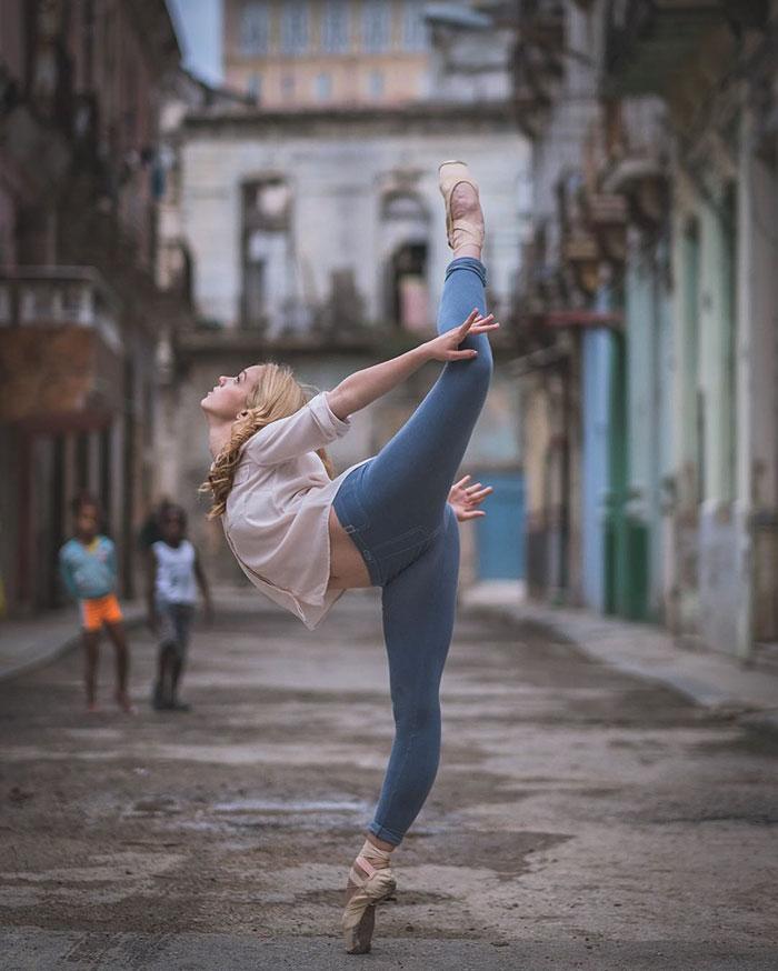 ballet-dancers-practice-on-streets-cuba-omar-robles-14