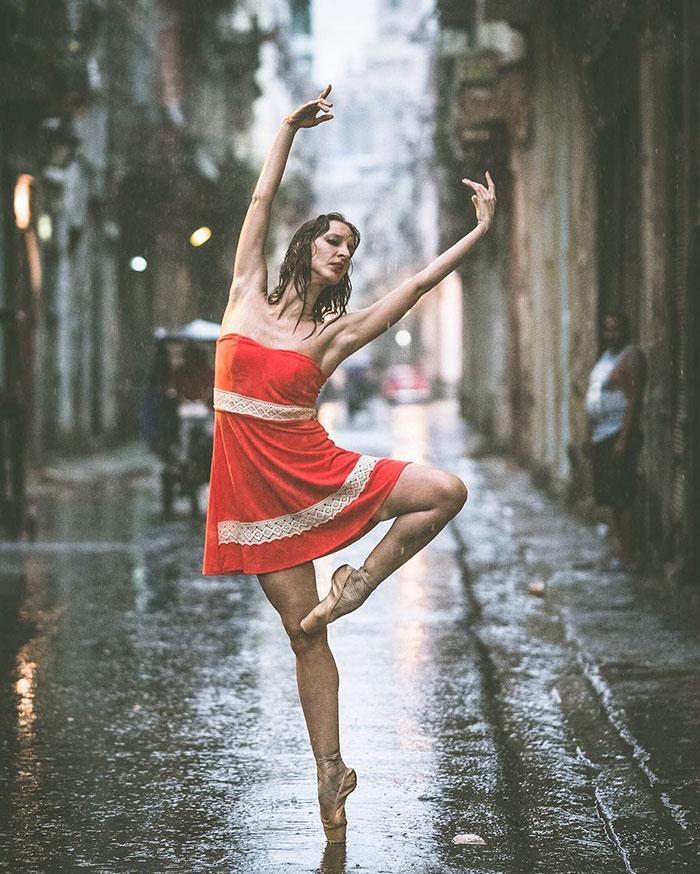 ballet-dancers-practice-on-streets-cuba-omar-robles-2