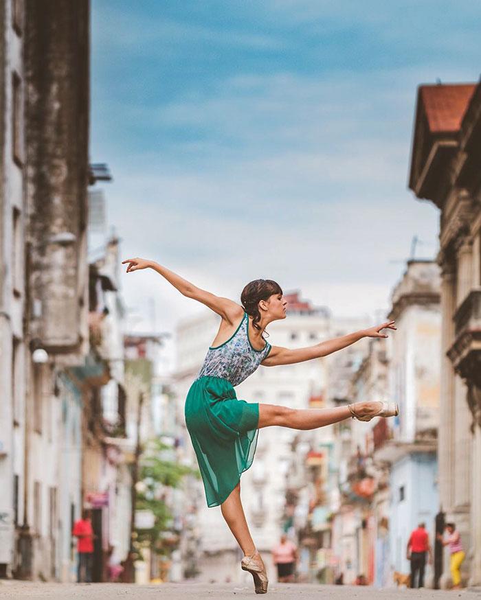 ballet-dancers-practice-on-streets-cuba-omar-robles-6