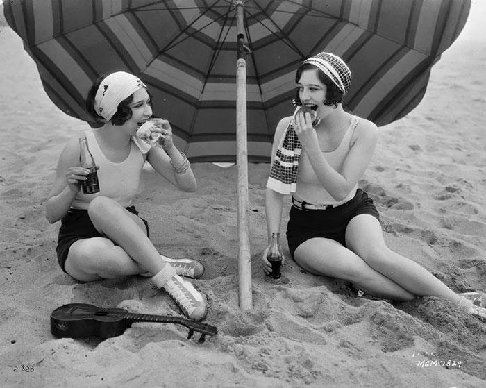 beginning-of-modern-fashion-1920s-women-fashion-11