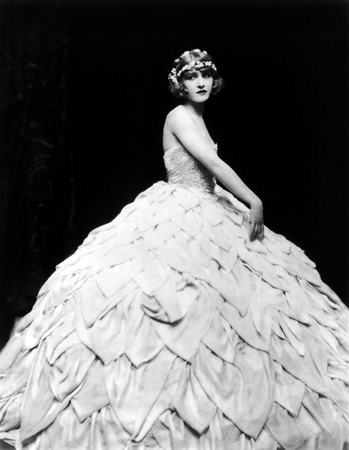 beginning-of-modern-fashion-1920s-women-fashion-15