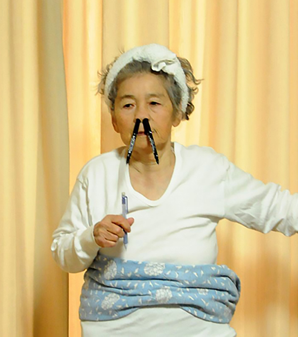 humorous-self-portraits-kimiko-nishimoto-2