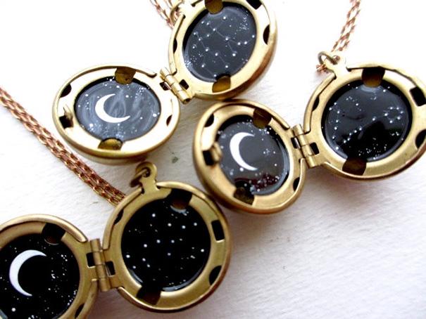 miniature-astronomy-oil-paintings-jewelry-khara-ledonne-3