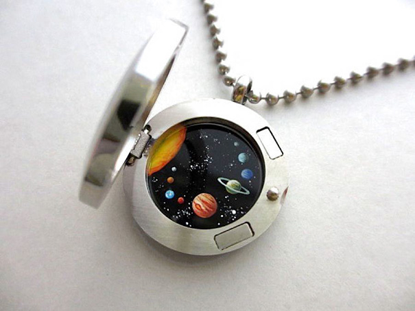 miniature-astronomy-oil-paintings-jewelry-khara-ledonne-8